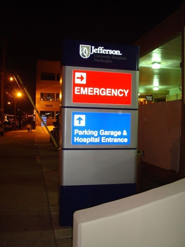 Jefferson Hospital lit emergency room directional signs